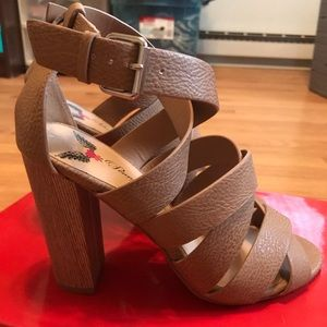 NWOT Penny Loves Kenny Strappy Chunk Heel